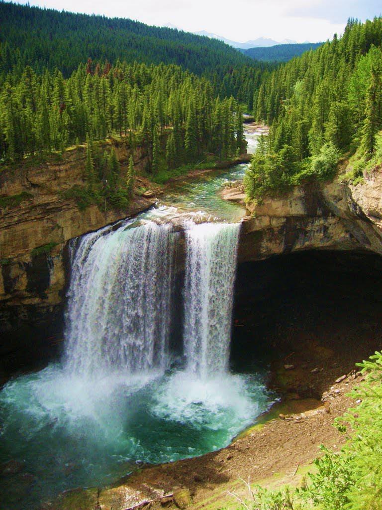 Kakwa Falls in Alberta, Canada (by frannywest).