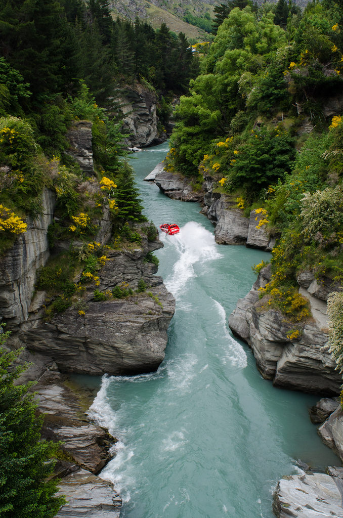 et boating the Shotover River, South Island, New Zealand (by Arbron).