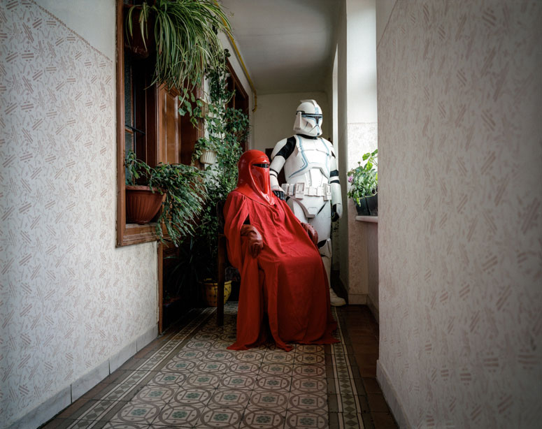 portraits-of-cosplayers-at-home-by-klaus-pichler-12