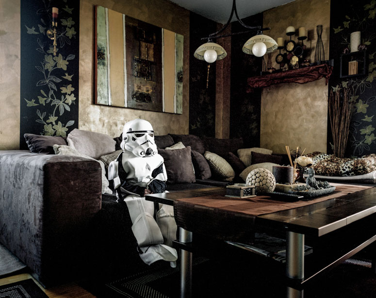 portraits-of-cosplayers-at-home-by-klaus-pichler-2
