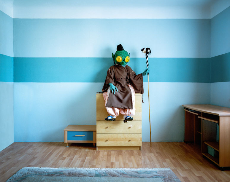 portraits-of-cosplayers-at-home-by-klaus-pichler-9